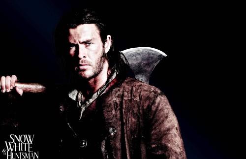 Chris Hemsworth trong phim Snow White & the Huntsman