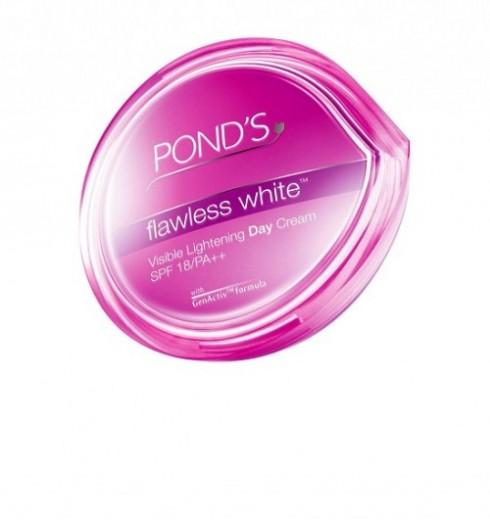 Hạng mục làm trắng da - Bạn đọc yêu thích nhất: Pond's Flawless White <br/>Chứa hợp chất làm trắng VAO B3 và vitamin E giúp da trắng hồng rạng rỡ.