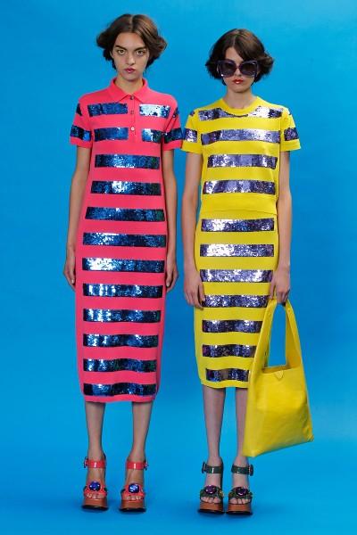 Marc Jacobs<br/>Nếu các đường sọc ngang đã hoàn toàn chiếm sự tưởng tượng của bạn về xuân hè, thì bạn hãy thử bỏ qua loại sọc trắng - tím than an toàn và cổ điển, sọc hình học đen – trắng rất mốt cho mùa sau và chọn loại sọc sequin rực rỡ đính trên vải thun của Marc Jacobs.