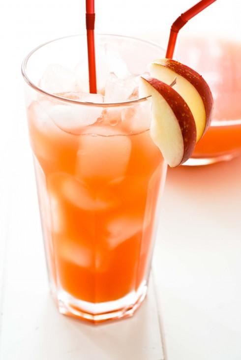9. Nước ép trái cây: <br/>Đừng ép cơ thể vào một thực đơn kiêng khem gắt gao, nó khiến bạn rơi vào trạng thái shock tạm thời do thiếu chất. Hãy bắt đầu bằng việc dùng nhiều nước ép trái cây tươi, trong nước ép trái cây có một lượng vitamin, chất khoáng và lượng đường tự nhiên giúp cơ thể giảm đi cảm giác thèm ăn và chống lại cơn đói. Bên cạnh đó, nước ép trái cây sẽ giải phóng bớt lượng mỡ thừa. Bạn chỉ nên dùng nước ép trái cây tươi.