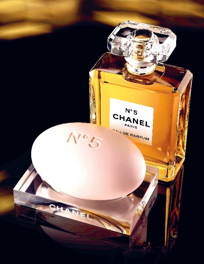 Nước hoa Chanel N°5 - Bài thơ không cũ