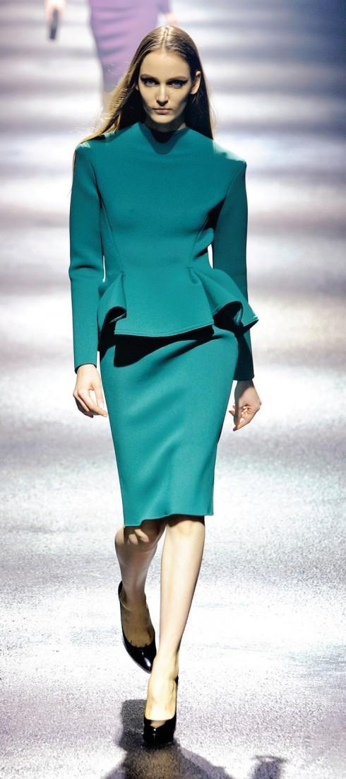 Lanvin<br/>Chất liệu may chiếc váy màu xanh kiểu dáng