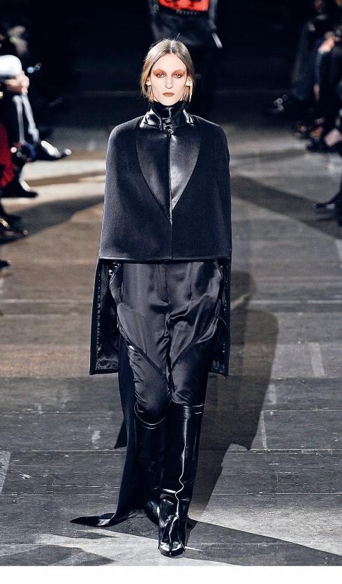 Thời trang Gothic trên sàn Runway
