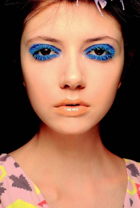 Pop Classic - Dùng các sắc màu đặc biệt cho môi và mắt, kết hợp với các đường mắt nước thật mượt mà.