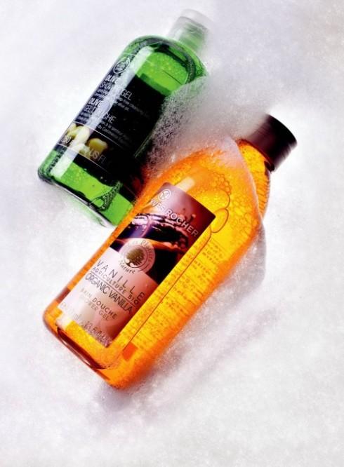 <b>4. Popular Star</b><br/><b>Olive Shower Gel – The Body Shop: </b> <br/>Dầu ô-liu hữu cơ trong sữa tắm có xuất xứ từ Ý giúp cân bằng da và tăng cường dưỡng ẩm (189.000 VNĐ). <br/><b>Organic Vanilla Shower Gel – Yves Rocher: </b> <br/>Dầu tắm chứa tinh dầu vanilla hữu cơ nhẹ nhàng tạo nên một lớp bọt mịn. Hương thơm gợi cảm và nồng ấm của loại vanilla bourbon mang đến cảm giác dễ chịu và ấm áp trên da (189.000 VNĐ).