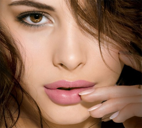 color-sensational-lipstain_model-shot_110253