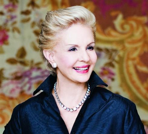 Mặc dù đẫ 70 tuổi nhưng nụ cười của bà vẫn đẹp mê hồn.