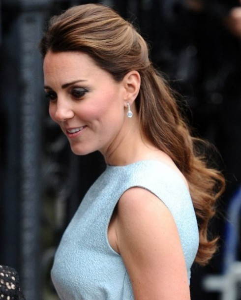 pregnant-kate-middletons-romantic-hairstyle