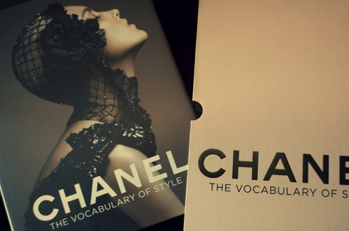Chanel: The Vocabulary of Style - Giá $62.57 (amazon.com)