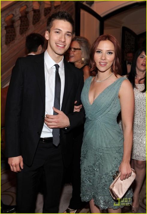 Hunter, anh sinh đôi của Scarlett Johansson. Theo đuổi con đường chính trị, chịu trách nhiệm trong chiến dịch vận động tranh cử của Barack Obama ở Denver.