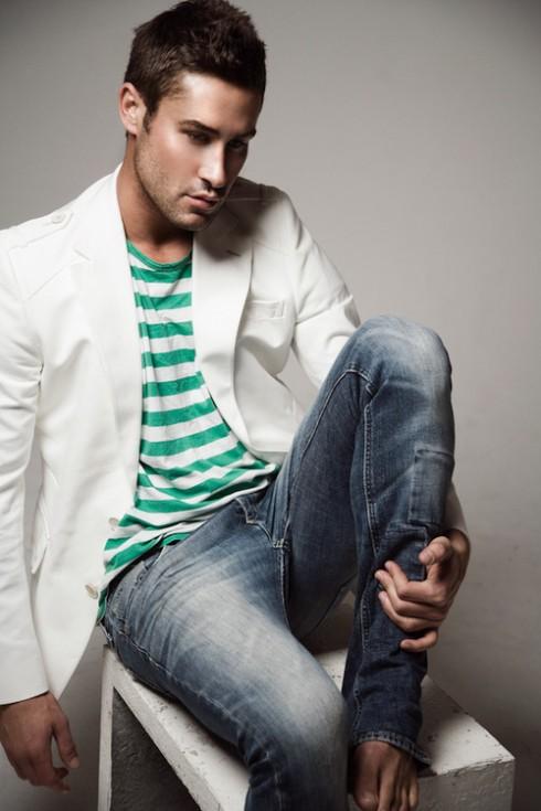 Adam Williams đồng thời cũng là một Người mẫu thời trang, Phóng viên của tạp chí Daily Telegraph, Giám đốc sáng tạo, Nhà sản xuất, và Người dẫn chương trình truyền hình được yêu thích tại Australia.