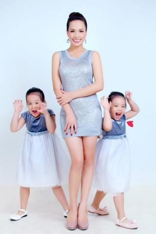 Thúy Hạnh tông xuyệt tông cùng hai con gái
