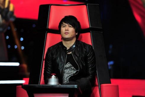 Trước khi The Voice Kids bắt đầu, rất nhiều người không khỏi nghi ngờ, lo lắng về chiếc ghế huấn luyện viên của Thanh Bùi.