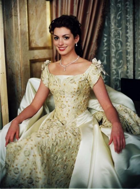 """Anne Hathaway với hình ảnh """"công chúa"""" trong bộ phim đầu tay - """"The Princess Diaries""""."""