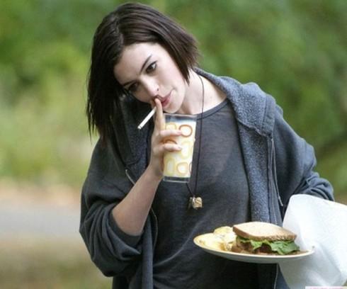 """""""Rachel Getting Married"""" - bộ phim đem lại cho Anne đề cử Oscar đầu tiên cho """"Nữ diễn viên chính xuất sắc""""."""