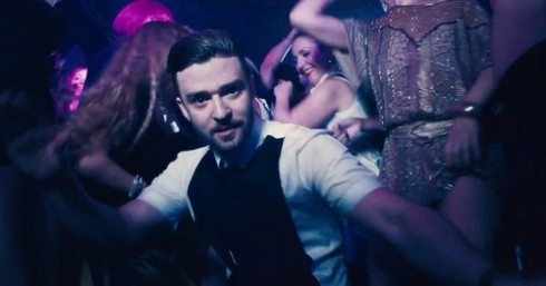 """Hình ảnh trong MV """"Take back the night""""."""
