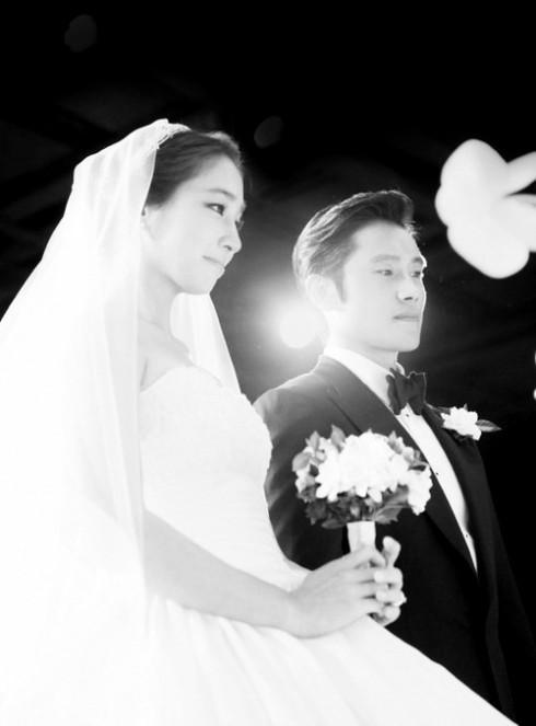 Ảnh cưới ngọt ngào của cặp đôi đình đám.