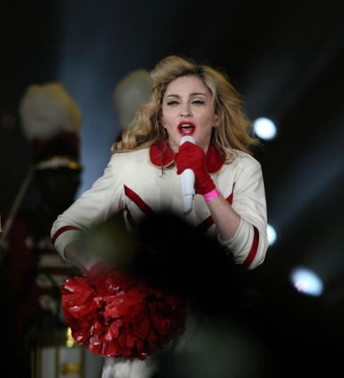Madonna biểu diễn tại St. Petersburg (nguồn ảnh: Madonna-electronica.com)