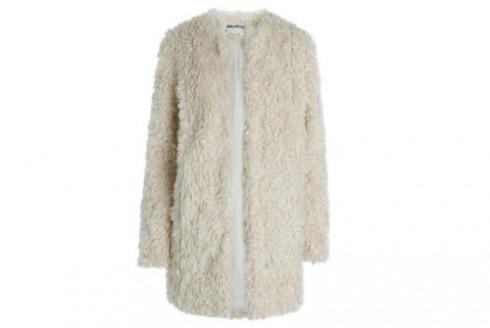 Áo khoác lông tôn vẻ đẹp tinh khiết của Song Hye Kyo thuộc thương hiệu Zadic & Voltaire. Chiếc áo có mức giá khủng lên đến 8.300 USD (tương đương với hơn 172 triệu đồng).