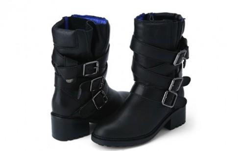 Boot ankle cá tính thuộc thương hiệu Suecomma Bonnie có giá 498.000 won (tương đương với hơn 9,3 triệu đồng).