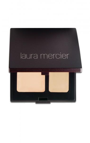 Để che những khuyết điểm khác như mụn hay sẹo, Linh thường thích dùng MAC Studio Finish Concealer hoặc Laura Mercier Secret Camorflage