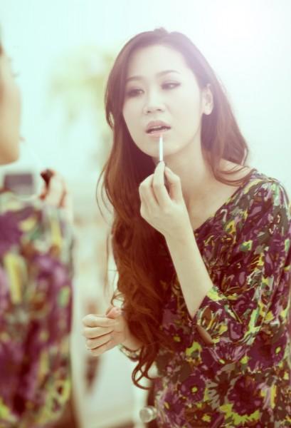 Những sản phẩm cô chọn cho thấy rằng cô rất hiểu về chăm sóc da cũng như trang điểm. Mời bạn cùng khám phá những sản phẩm trang điểm không thể thiếu của Dương Thùy Linh.