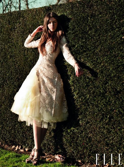 Giao mùa<br/>Kiểu dáng váy phồng và việc sử dụng chất liệu ren kết hợp với voan mỏng nhẹ nhàng tạo nên một phong cách cổ điển và quý phái.