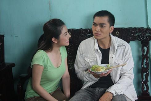"""Khương Ngọc và Vân Trang trong """"Bờ bến lạ""""."""