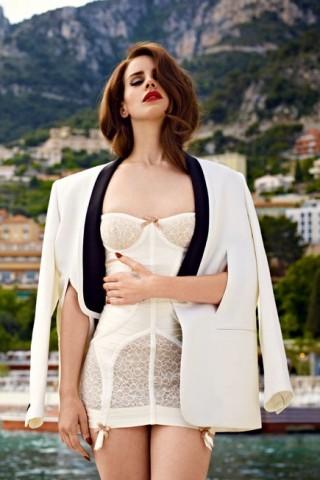 Lana Del Rey lọt top 10 nữ ca sỹ có trang phục đẹp nhất 2013
