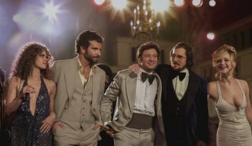 Jennifer Lawrence (ngoài cùng bên phải) trong phim American Hustle.