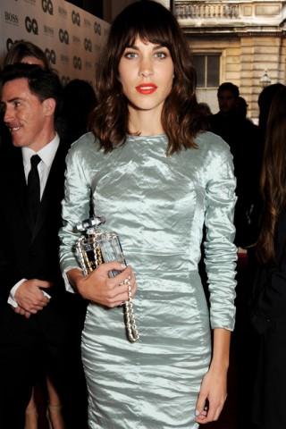 Alexa Chung với túi Chanel tại lễ trao giải GQ Men Of The Year