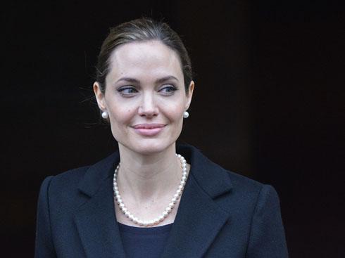 Hình ảnh nữ diễn viên Angelina Jolie sau khi cắt bỏ vòng 1