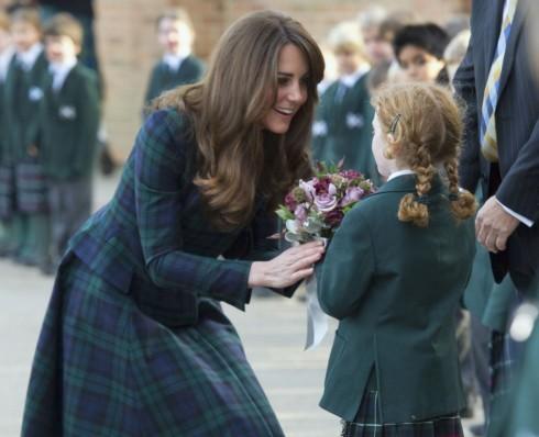 Công nương Kate Middleton thăm trường At Andrew ở Anh