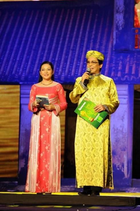 Thanh Bạch - Quỳnh Hương giữ vai trò MC cho chương trình.