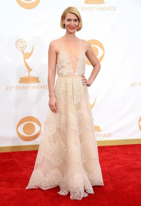 Diễn viên Claire Danes cùng chiếc đầm chiffon mỏng manh, gợi cảm đính ren và kết cườm tỉ mỉ của  Armani Privé.