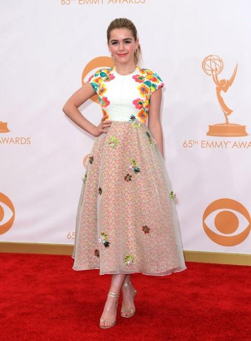 Nữ diễn viên nhỏ tuổi Kiernan Shipka thật sự gây ấn tượng bởi phong cách ăn mặc tinh tế với chiếc đầm nằm trong bộ sưu tập mới nhất của Delpozo.