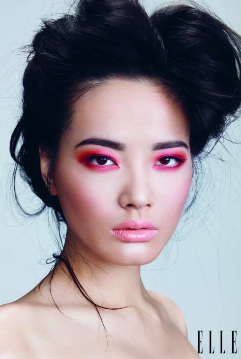 Trang điểm Xuân-Hè 2013 cũng chứng kiến sự thắng thế của gam hồng, các sắc độ khác nhau trên môi, má và mắt.