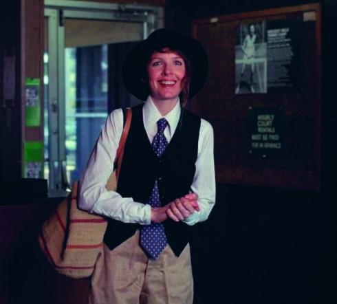 <b>Annie Hall</b><br/>Trong bộ phim hài hước, giễu nhại giới trí thức, nhân vật chính Annie Hall trở thành một biểu tượng với phong cách menswear cá tính.