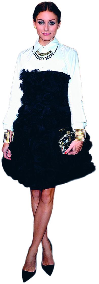 <b>1.</b> Olivia Palermo đẹp dịu dàng, kiêu sa cùng mẫu váy đen kết hoa phối sơmi trắng thanh lịch khi xuất hiện tại show Valentino.