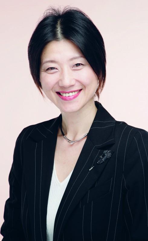 Ueda Mieko - Giám đốc sáng tạo Nghệ thuật thuộc Trung tâm Nghiên cứu Sáng tạo Nghệ thuật cua Shiseido.