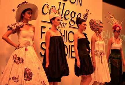 Hình ảnh từ buổi giới thiệu các thiết kế của sinh viên tại Học viện Thời trang London (Hà Nội)