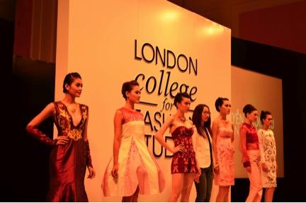 Buổi trình diễn tại Học viện Thời trang London (Hà Nội)