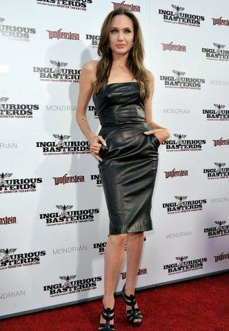 Angelina Jolie: chất liệu da hiện đại