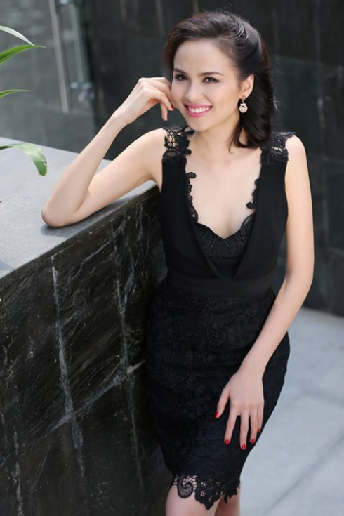 Hoa hậu Diễm Hương: đường viền ren cuốn hút