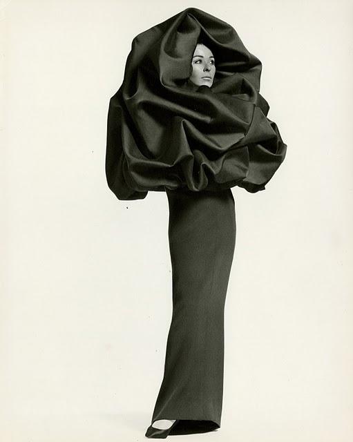 Ellewiki: Cristóbal Balenciaga và sự nghiệp Haute Couture
