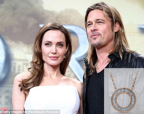 Angelina Jolie được Brad Pitt tặng trang sức trị giá hơn 5 tỉ đồng