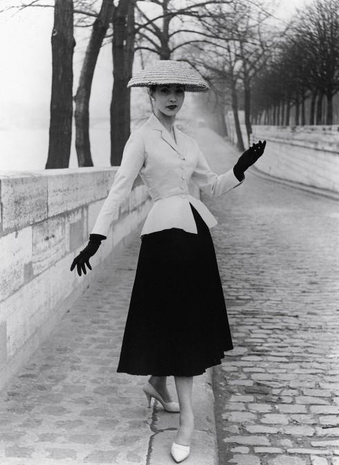 Bar suit, bộ trang phục nổi tiếng thuộc bộ sưu tập New Look của Dior (1947)