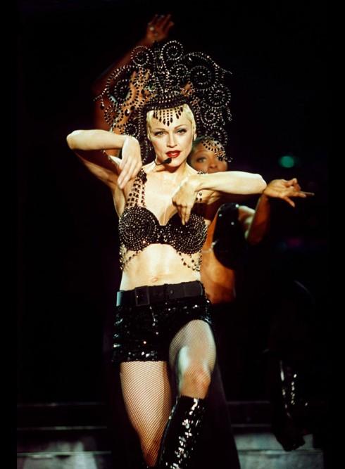 Madonna là fan lớn của cặp đôi này, tour diễn vòng quanh thế giới The Girlie Show năm 1993 của cô đã được họ chuẩn bị cho 1.300 trang phục