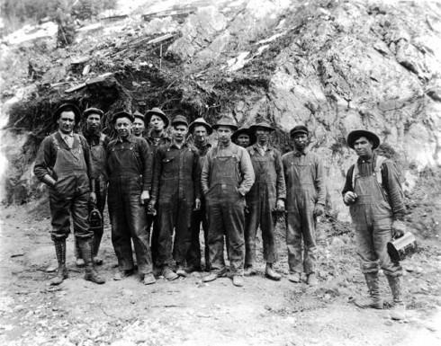 Thợ mỏ vùng Viễn Tây rất yêu thích loại quần yếm từ denim