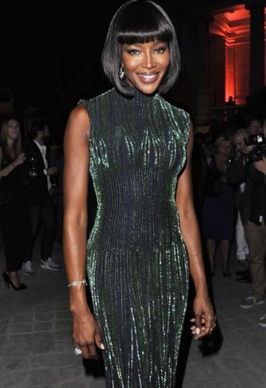 Siêu mẫu người Anh Naomi Campbell là khách mời danh dự của nhà thiết kế Azzedine Alaia.